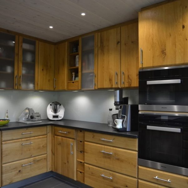 Vollholzküche in einem modernen Hauch …