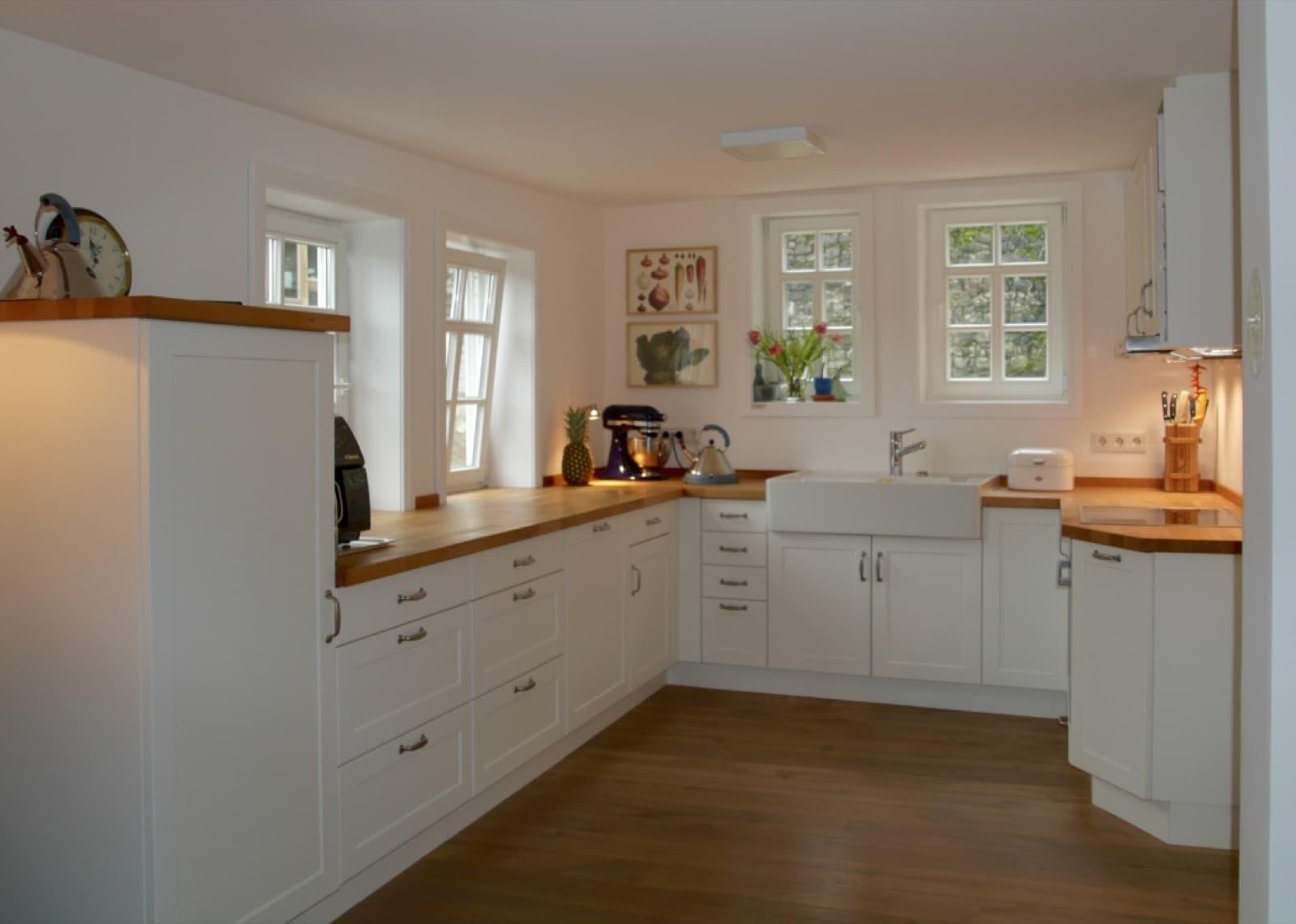 Landhausküche in traditioneller Gestaltung und gemütlicher Atmosphäre