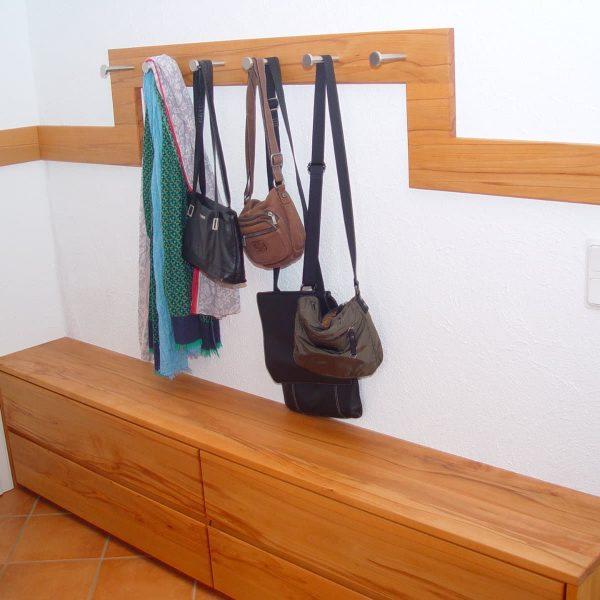 Garderobe und Schrank in Kernbuche massiv mit HENCHE Fronten