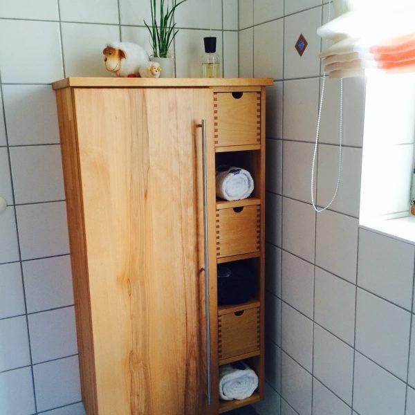 Massivholz-Badmöbel in Kernbuche