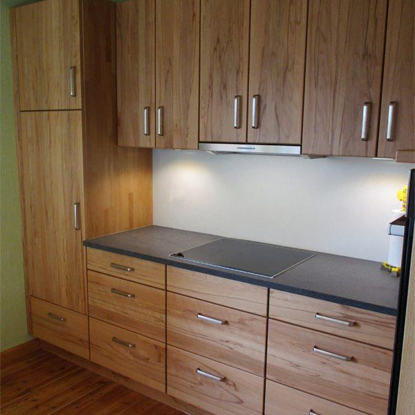 Gemütliche und funktionale Küche aus Massivholz