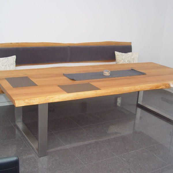 Massivholztisch in Eiche Wildholz mit Baumkante