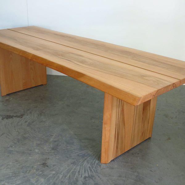 Exklusive Tische und Bänke