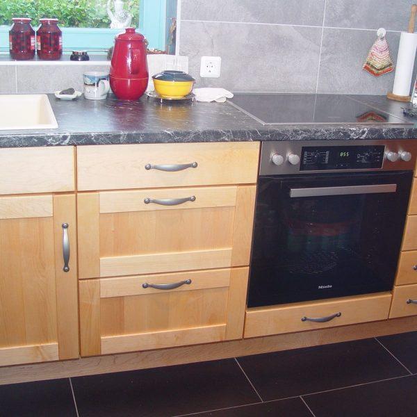 Sehr saubere Arbeitsweise und hervorragende Qualität sorgen dafür, dass diese Küche zum Blickfang wird!