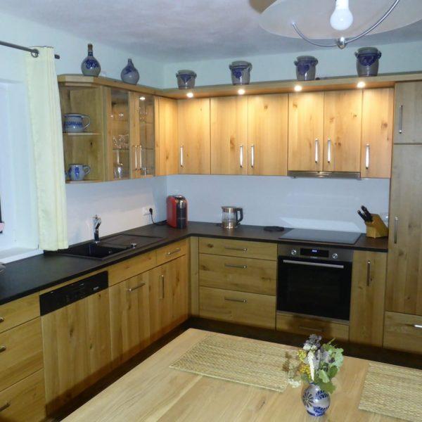Wir fühlen uns in unserer Massivholzküche sehr wohl und haben viele positive Rückmeldungen unserer Besucher erhalten